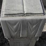 караимское надгробье Открытая Тора