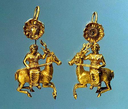Некрополь Нимфей -325-300 гг.до.н.э-серьги найдены в 1866 г.