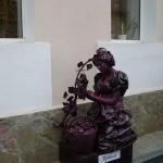 Виноград и девушка