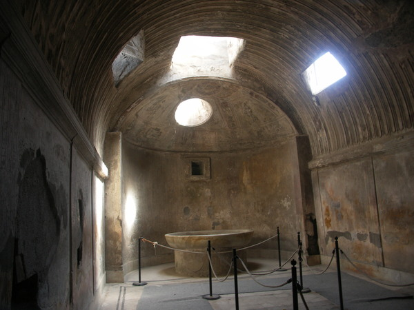 Помпеи. Древняя баня- очень похожа на турецкую баню в Гёзлёве
