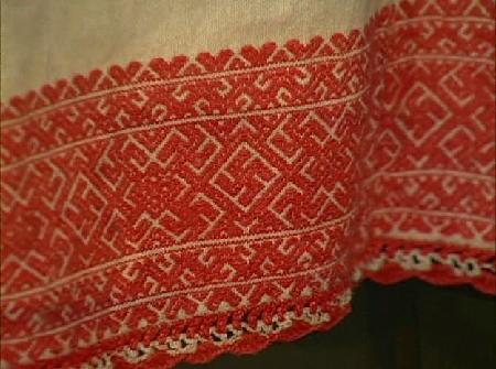 Оберег Свасти-Счастье в древнерусской вышивке