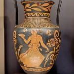 Несторида-(Примато) женщина с фиалой в руке. 360—350 гг. до н. э.