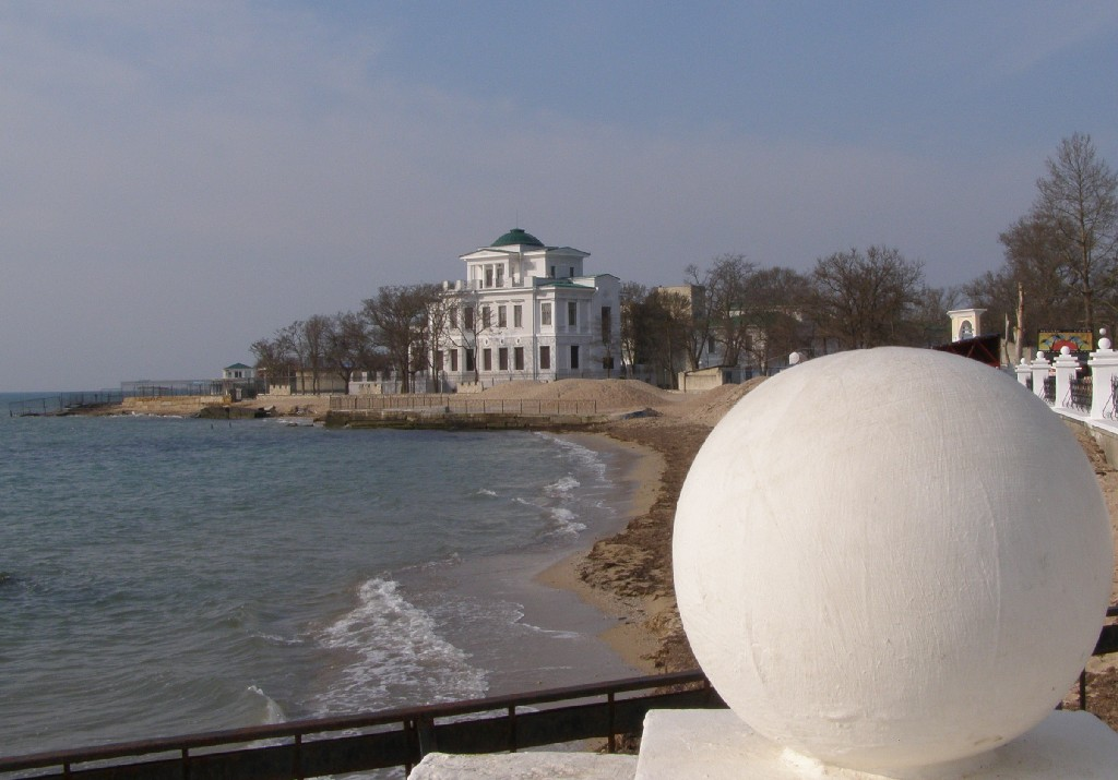 Золотой берег - санаторий, расположенный в Евпатории