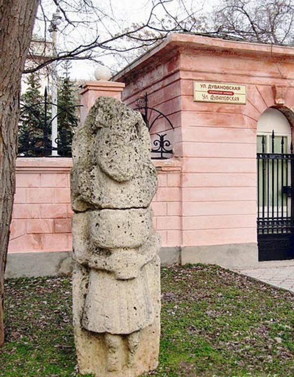 Скифская баба. Краеведческий музей Евпатории.