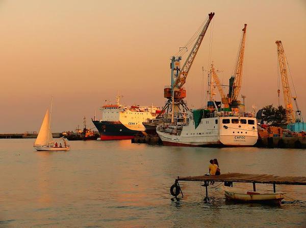 в порту на закате дня
