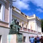 Памятник художнику Айвазовскому
