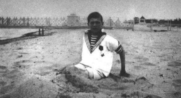 царевич Алексей на пляже Евпатории в 1916 году