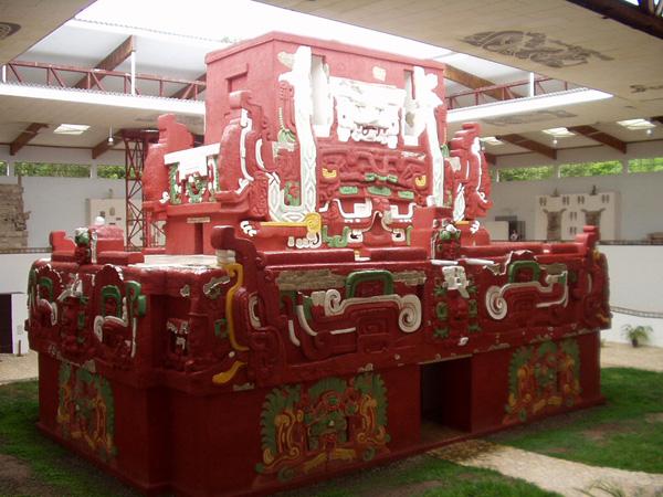первый алтарь майя выкрашен красной охрой