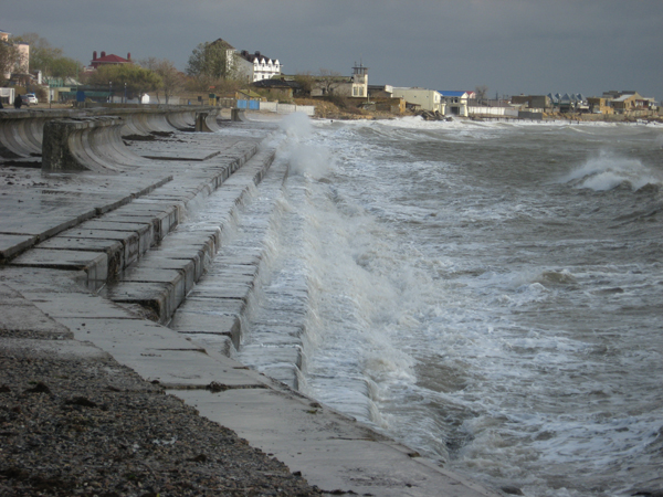 шторм у берегов Евпатории
