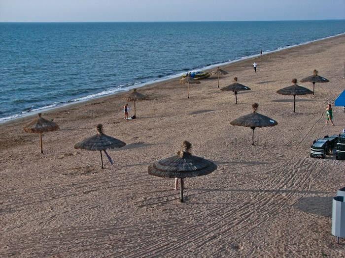 Арабатская коса - пляжи 100 км.