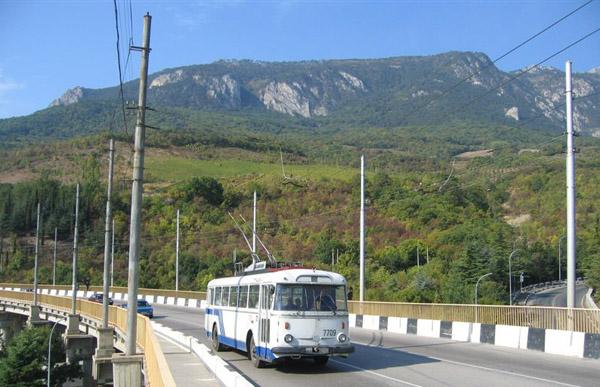 На рубеже 1970-1980 каждые десять минут из Симферополя (а также от аэропорта Центральный) уходили в рейсы на Алушту и Ялту экскурсии