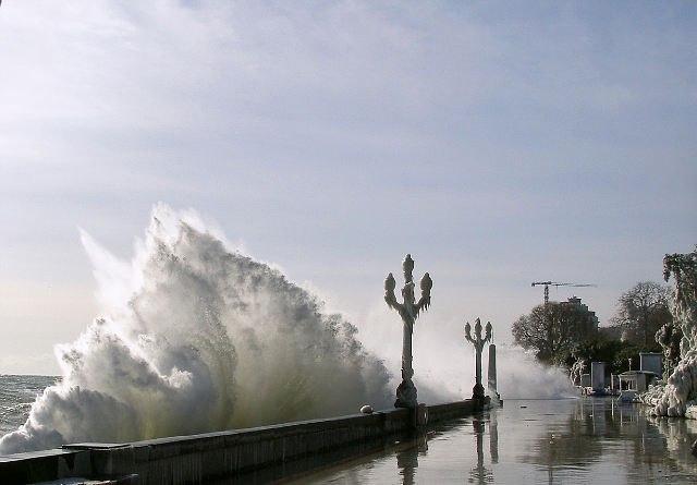 шторм в Ялте