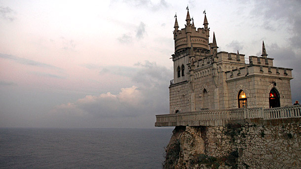 swallows-nest-castle-livadia-ukraine_61107_610x343
