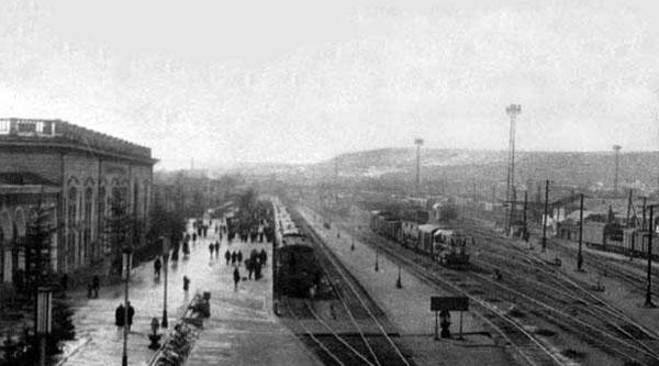 В 1951 году на вокзале было 2 ж\д пути.