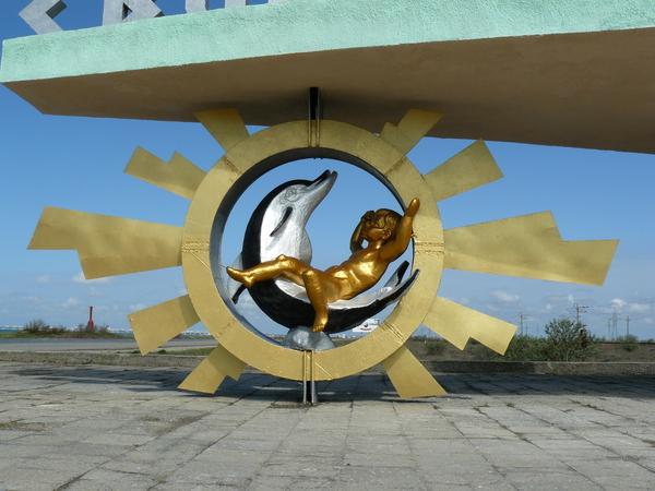 Мальчик с дельфином - скульптор Алексей Шмаков