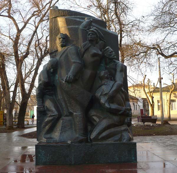памятник коммунарам