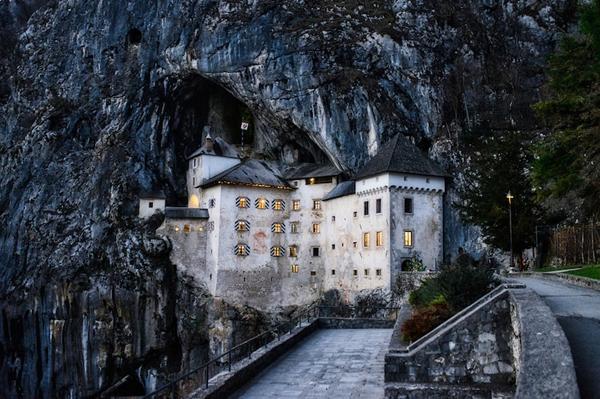 predjama-castle-cave-7