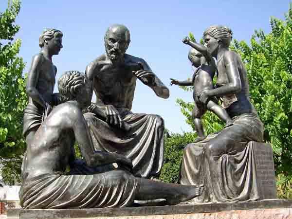 Памятник Гиппократу на его родине - остров Кос