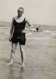 vladimir-mayakovsky-at-the-beach-1928