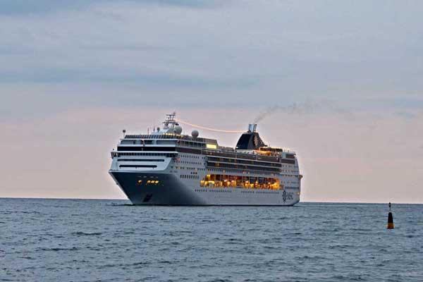 MSC OPERA прибывает в Ялту ранним утром 13 октября 2012