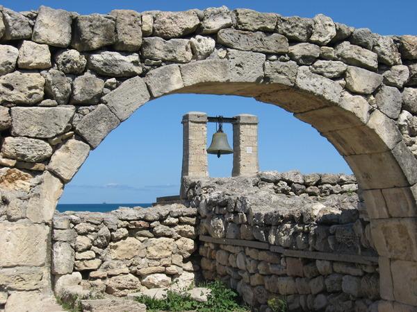 колокол в арке