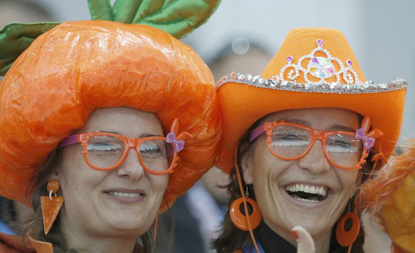 Netherland's fans smile during the men's 5000 meters speed skating race at the 2014 Sochi Winter Olympics
