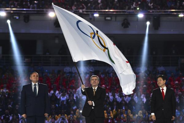 флаг-tseremoniya-zakrutiya_sochi-2014