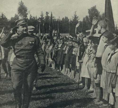 Фрунзе принимает парад-1925