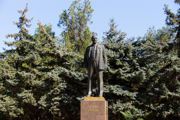 памятник ЛенинуL
