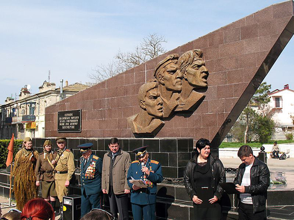 11 апреля у памятника