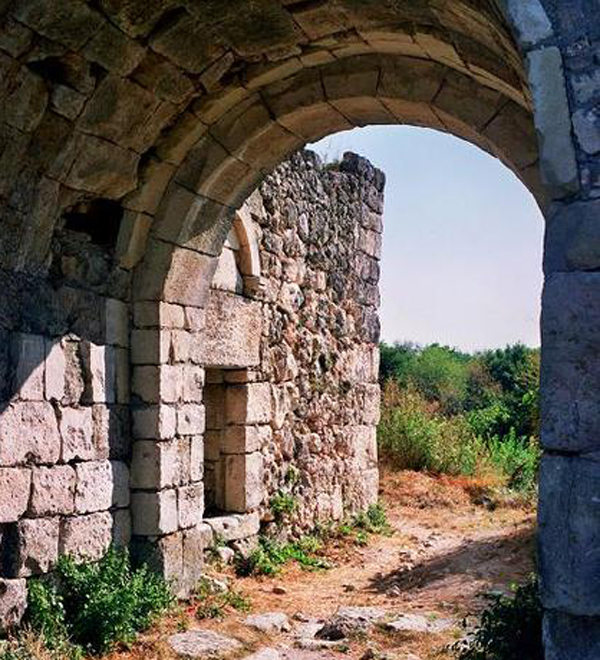 Арка крепости на Мангупе
