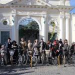 В Евпатории прошёл уникальный велопробег в стиле ретро