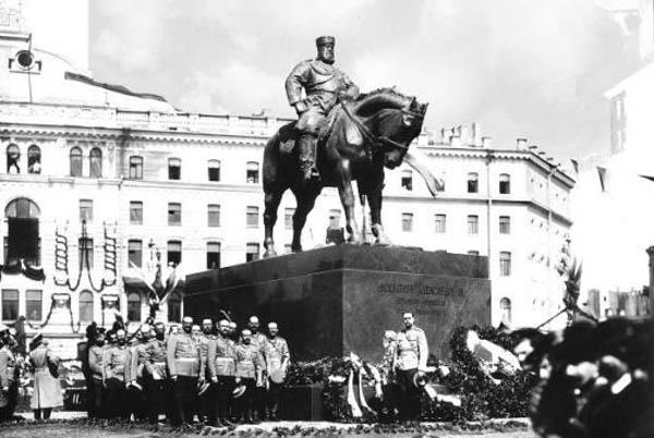 Памятник Александру III в Санкт-Петербурге на площади Восстания - 23 мая 1909 г.