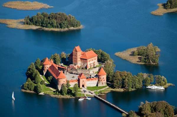 Замок князя Витовта на острове Трокай- Trоkai-Troki