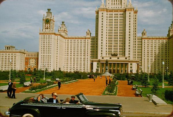 1931-ЗиС-110Б на фоне главного корпуса МГУ