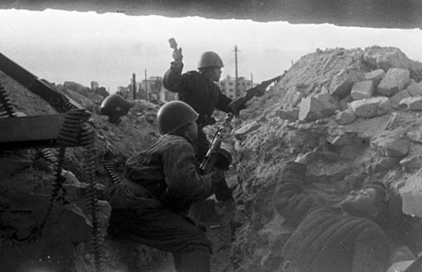 Красноармейцы во время битвы под Сталинградом
