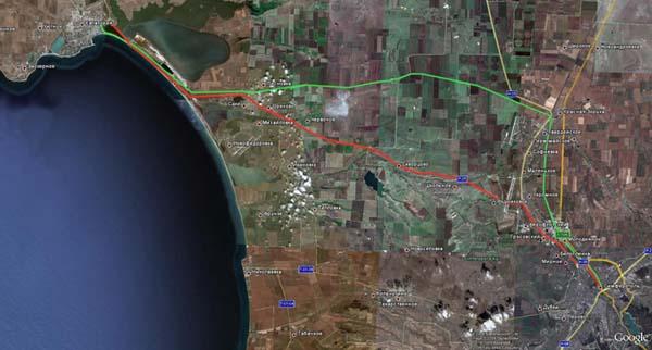 Трасса Евпатория-Симферополь из космоса (красный цвет).