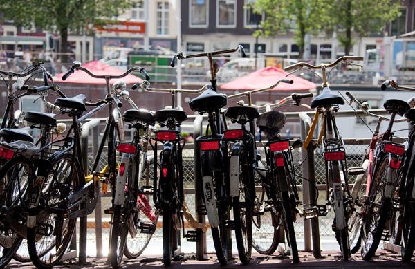 в Амстердаме==--