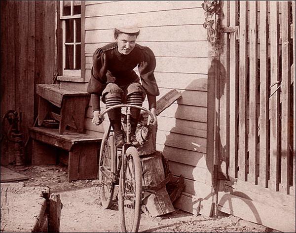 1900-lady Scorcher,