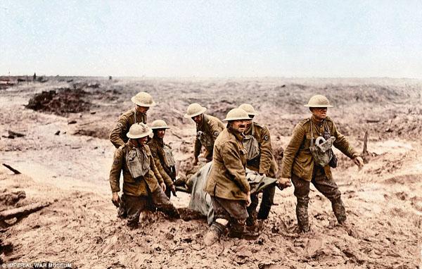 1917 - 1-фландрия. Солдаты выносят раненого