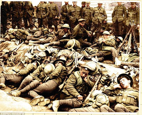 1917-5.  В траншеях на передовой линии фронта