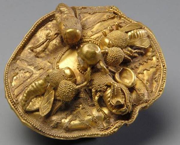 золотой диск с пчёлами-700 г. до н.э. АПИ от лат. apis «пчела»