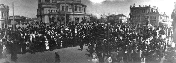 Март 1917 г. народ на присяге евпаторийского гарнизона Временному Правительству