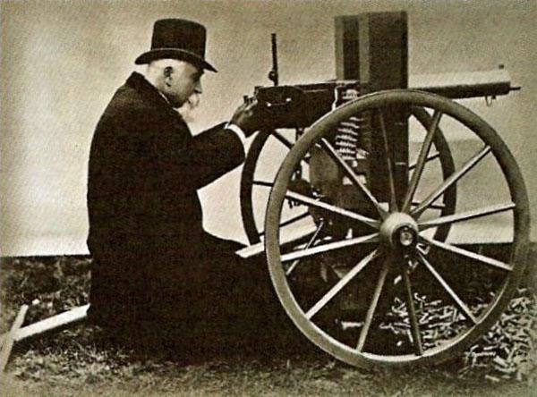 арм-Хайрем Максим со своим пулемётом. 1884 год