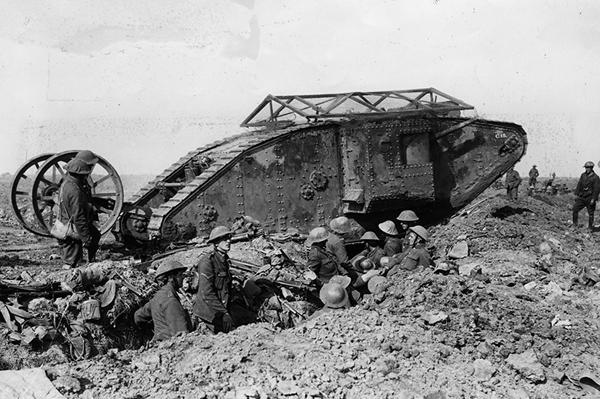 арм.Британский Mark I под Типвалем, 1916