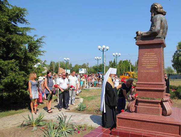 лука-св-памятник