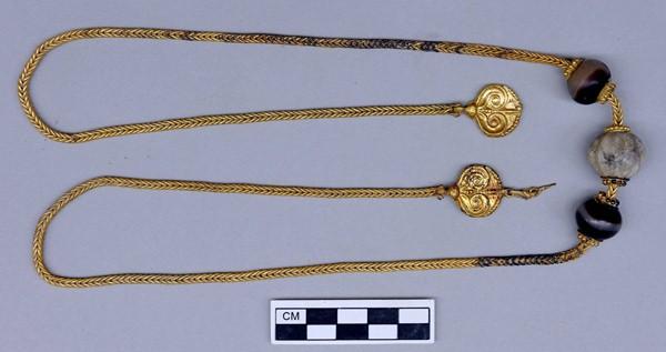 могила-воина-грифона-Ожерелье золота