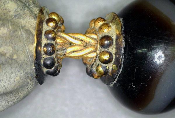 могила воина-грифона -Частности ожерелья.