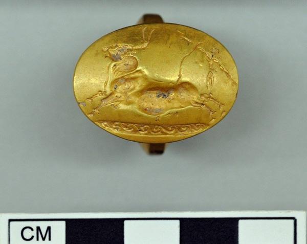 могила-воина-грифон -Кольцо золота с быком- toro,