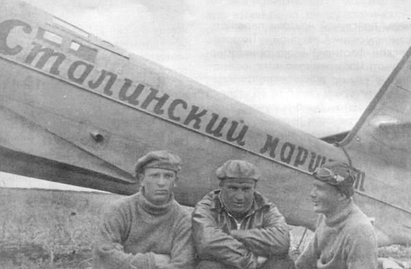 Экипаж В.П.Чкалова сразу после посадки на о.Удд.